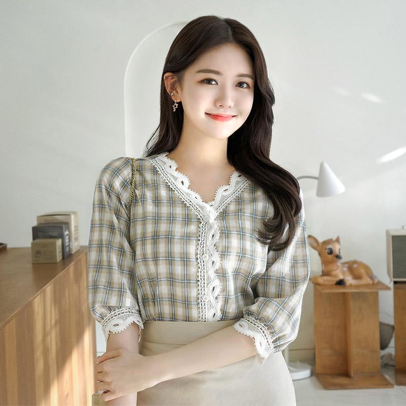 bs4247 러블리 내츄럴무드의 레이스장식 체크패턴 7부 블라우스 blouse