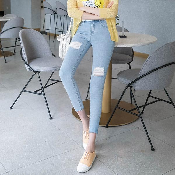 ps1707 화사한 라이트블루 워싱 컬러감과 데미지 디테일이 너무 예쁜 데님 스키니진 pants