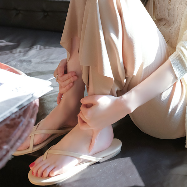 sh1430 발등 꼬임 스트랩으로 흔들림 없이 편안하게 신을 수 있는 데일리 쪼리 슬리퍼 shoes