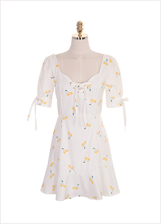 op7201 아일렛 하트 네크라인과 리본 소매 장식의 체리 패턴 원피스 dress