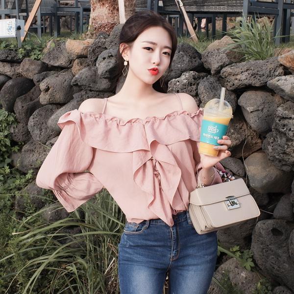 bs3735 여리여리 페미닌하고 트렌디한 입체 프릴라인 오프숄더 블라우스 blouse