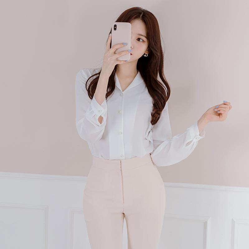 bs4130 진주 단추 장식과 오픈 브이넥 카라 디자인의 쉬폰 블라우스 blouse