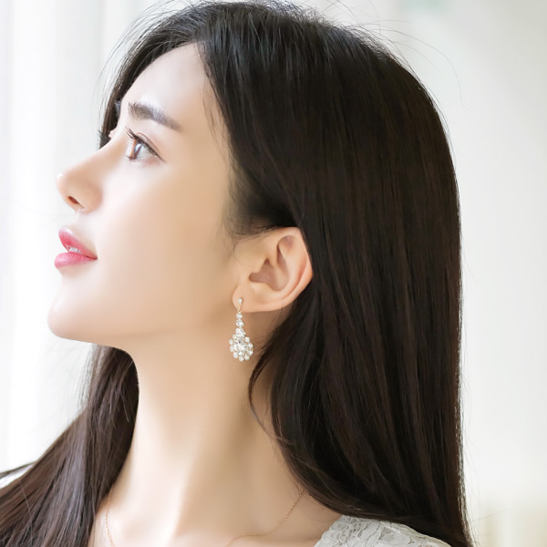 ac3867 라운드 플라워 쉐입의 포인트업 큐빅 이어링 earring