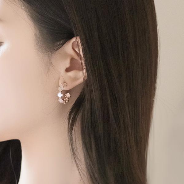 ac3896 명품 레이블 감성 가득 담은 라운드 디자인의 포인트 이어링 earring
