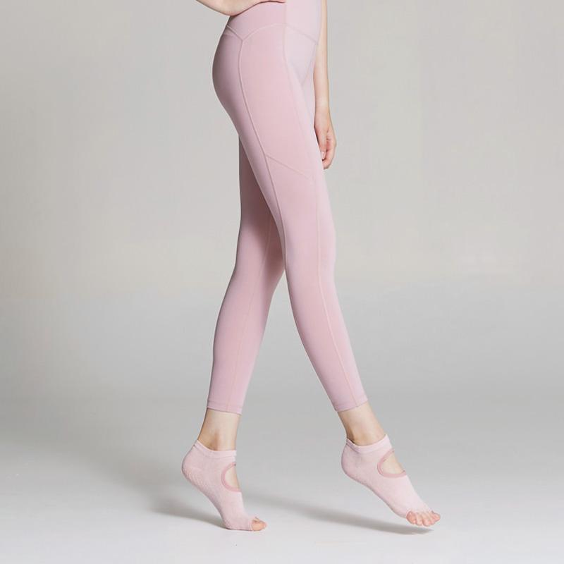 un494 skullpig yoga socks