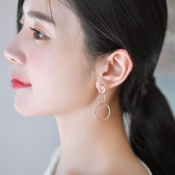 ac4129 큐빅 더블링 장식으로 특별하게 완성된 은침 드롭 이어링 earring