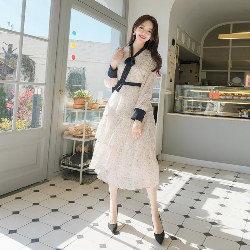 op7841 페미닌한 플라워 패턴으로 제작된 V넥 리본 캉캉 프릴 드레스 dress