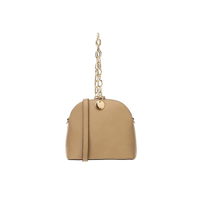 bg878 활용도 높은 숄더 스트랩이 함께 구성된 볼드한 골드 체인 장식의 미니 토드백 bag