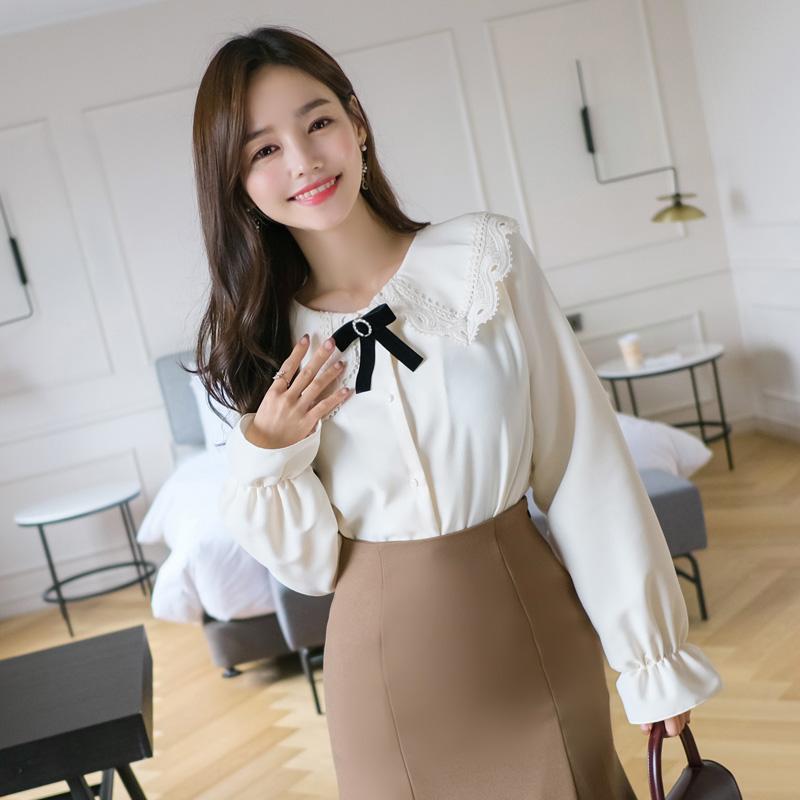bs4744 벨벳브로치 세트구성의 레이스카라넥 피치기모원단 도톰블라우스 blouse