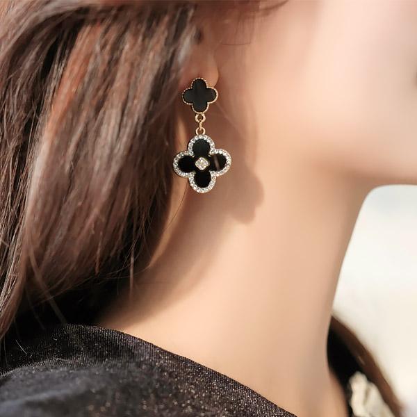 ac4305 명품 브랜드 감성 담은 더블 크로버 큐빅 디자인의 드롭 이어링 earring