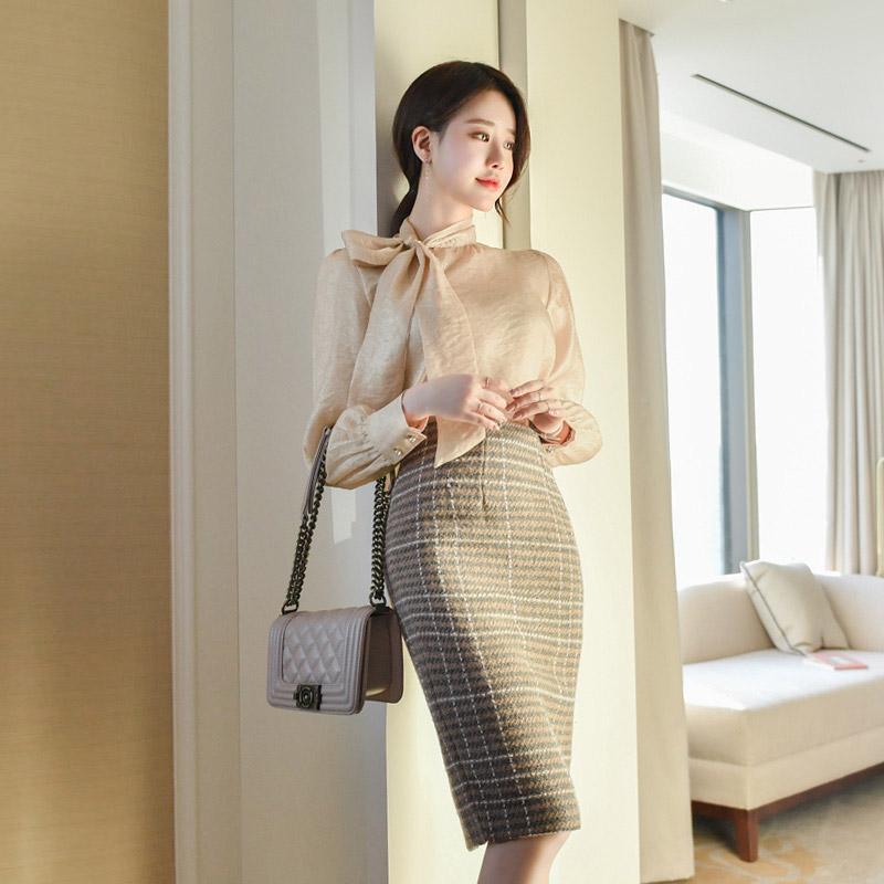 bs4825 사이드 리본 포인트의 샤이닝 펄 시스루 블라우스 blouse