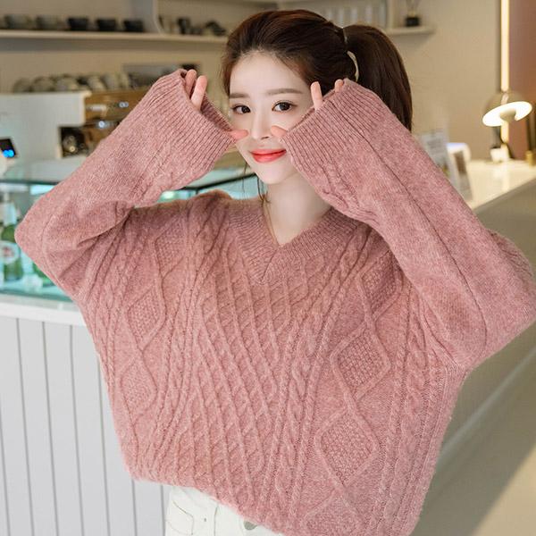 nt2015 버블거품같이 부드러운 에어울 혼방의 꽈배기패턴 브이넥 니트  knit