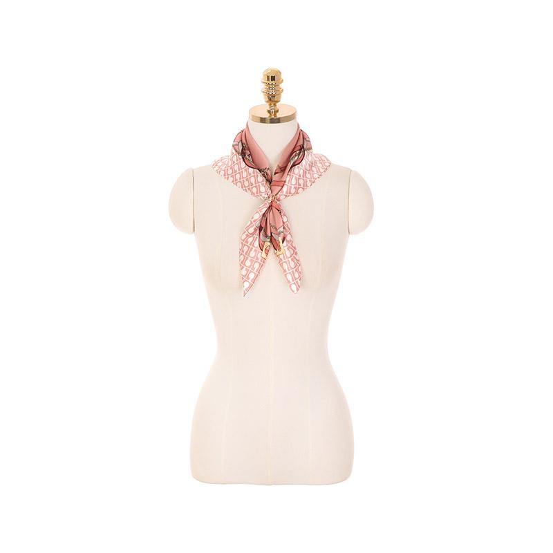 ac4349 上品チェーンとベルト飾りシルクスカーフ