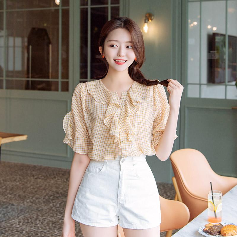 bs5141 잔잔한 체크 패턴으로 걸리쉬한 무드를 선사할 프릴넥 장식의 반팔 블라우스 blouse