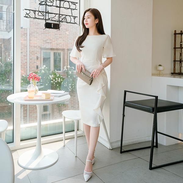 op9156 나팔 소매와 우아한 프릴 장식으로 완성된 입술넥 H라인 원피스 dress