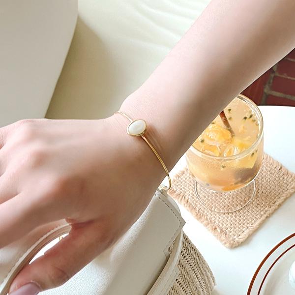 ac4551 라운드 쉐입의 유니크한 원석 포인트 골드 뱅글 팔찌 bracelet