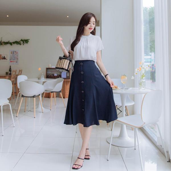 sk4224 벌어짐 걱정없는 버튼장식과 매끈한 소재감의 뒷밴딩 플레어 롱스커트 skirt