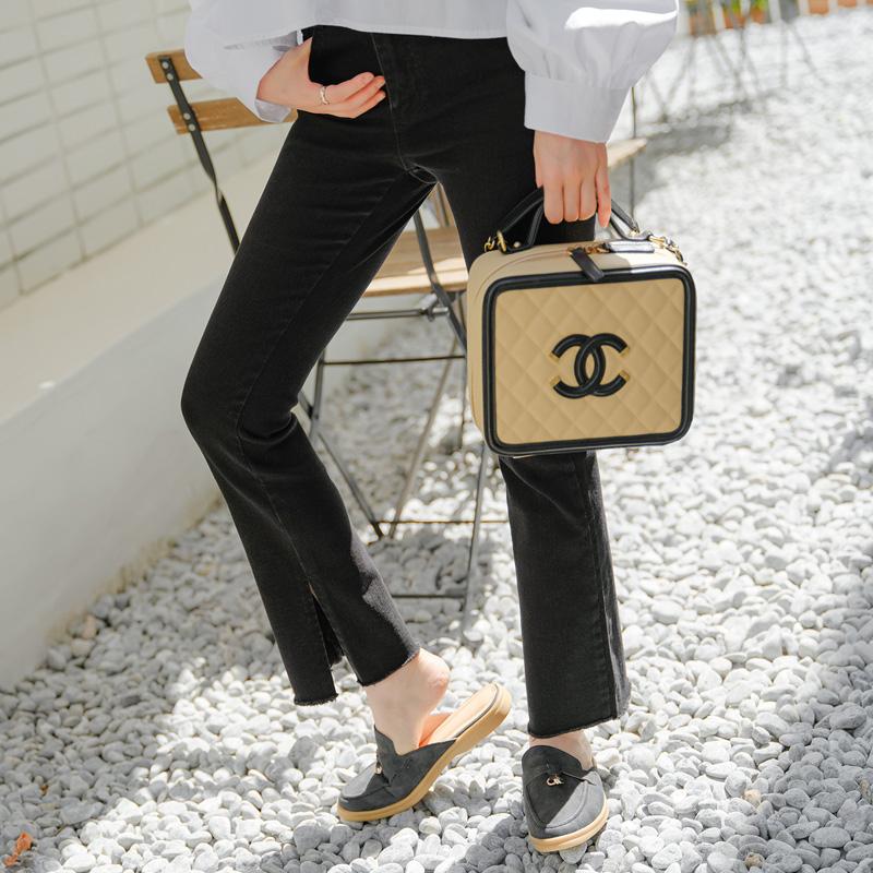 ps2363 슬림한 라인을 선사할 밑단 슬릿 디테일의 히든밴딩 세미 부츠컷 블랙팬츠 pants