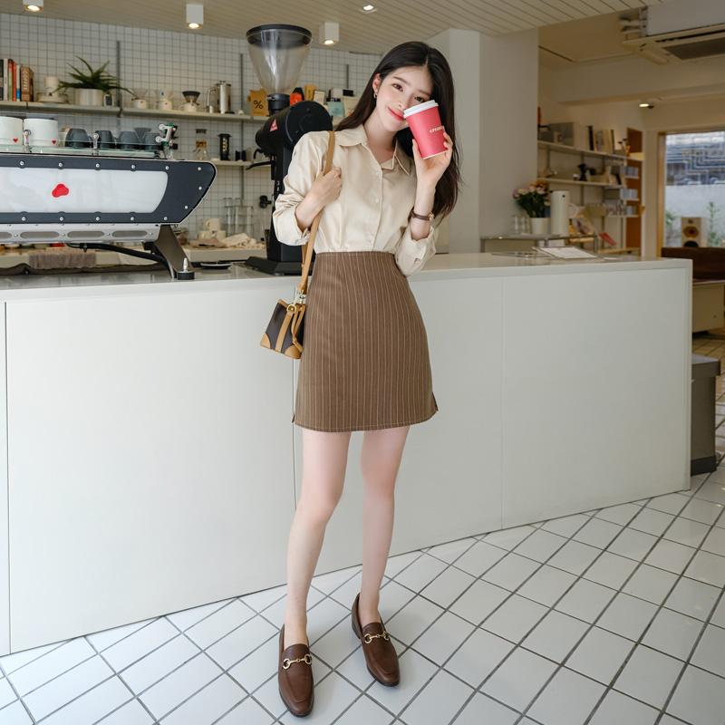 sk4282 깔끔한 핏감으로 완성된 스트라이프 패턴의 슬릿 미니 스커트 skirt