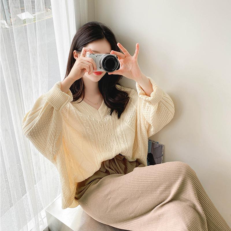 nt2267 여리함을 선사할 루즈한 핏감의 꽈배기 패턴 V넥 세미크롭 니트 knit