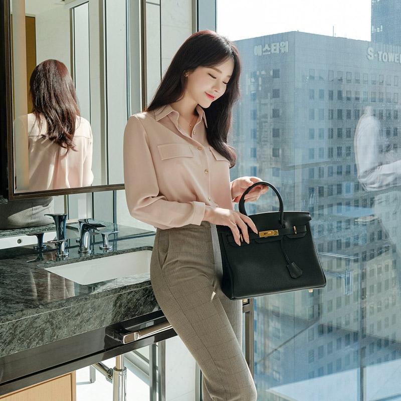 bs5444 매끄럽고 톡톡한 소재감으로 입는순간 깔끔한 핏을 선사할 포켓 블라우스 blouse