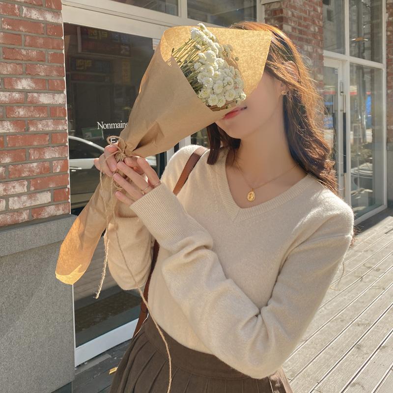nt2405 따뜻한 캐시미어와 울 혼방 패브릭의 스탠다드핏 V넥 니트 knit