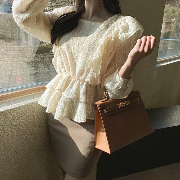 bs5526 여리한 날개사와 밑단프릴 페플럼 디자인의 허리밴딩 스퀘어넥 블라우스 blouse