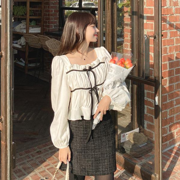 bs5541 사랑스러운 배색리본 디테일의 스퀘어넥 페플럼 셔링 크롭블라우스 blouse