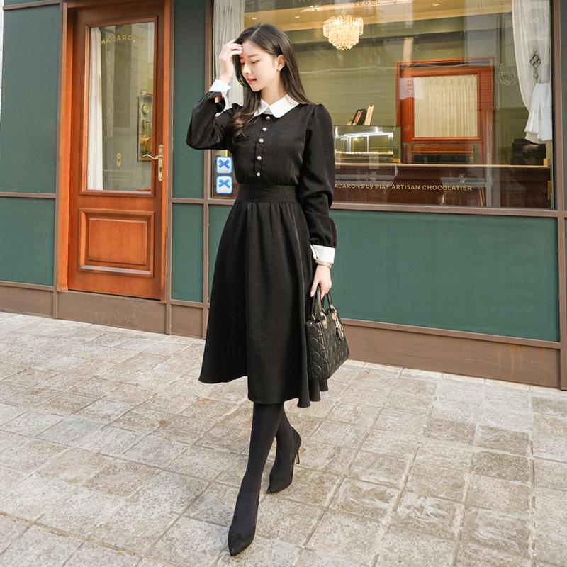 op10236 클래식하고 우아한 무드의 은은한 광택 소재 진주장식 플레어 롱원피스 dress