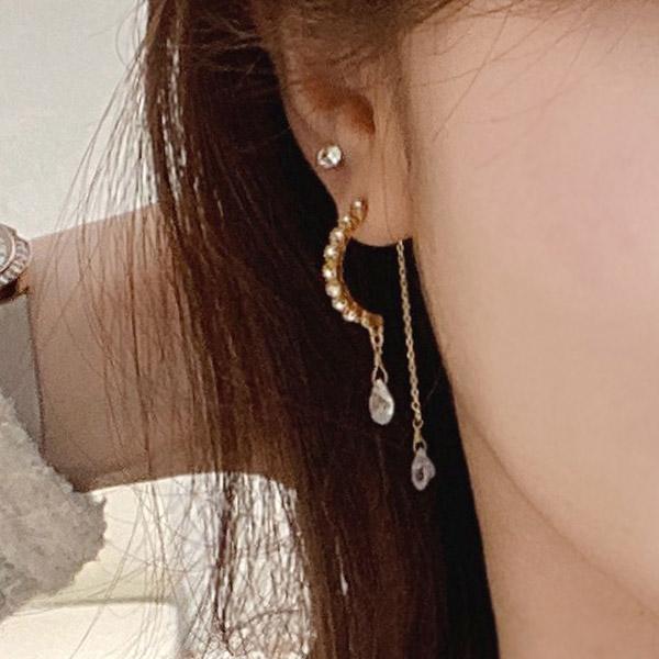 ac4764 블링한 하프문 쉐입에 물방울 큐빅장식이 더해진 드롭 이어링 earring
