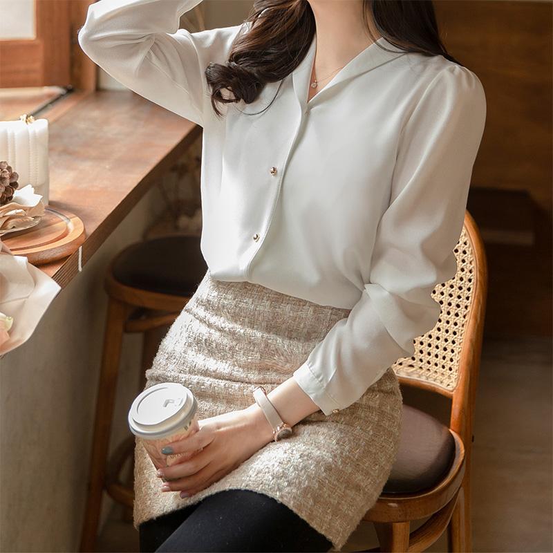 bs5576 페미닌한 숄카라 디자인의 미니 골드버튼 포인트 블라우스 blouse
