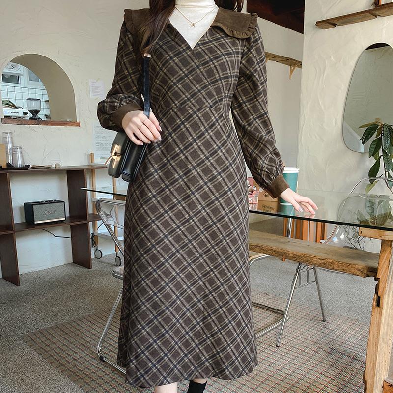 op10384 페미닌한 랩디자인과 체크패턴의 프릴카라넥 뒷리본 A라인 롱원피스 dress