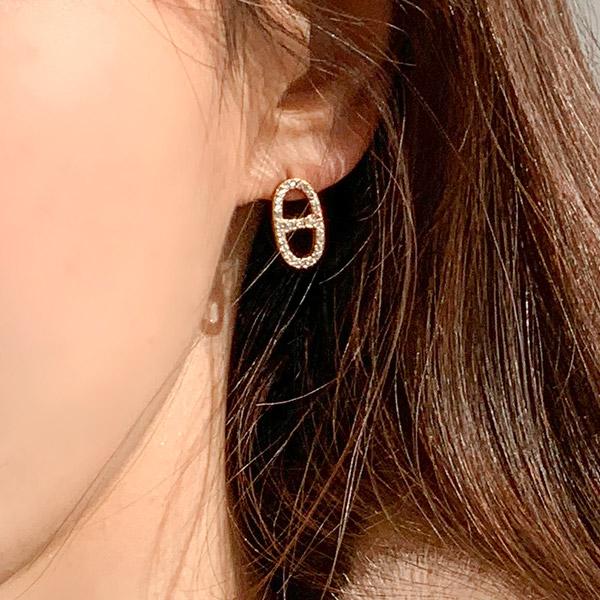 ac4840 고급스러운 미니멀 팬던트로 완성된 홀큐빅 은침 이어링 earring