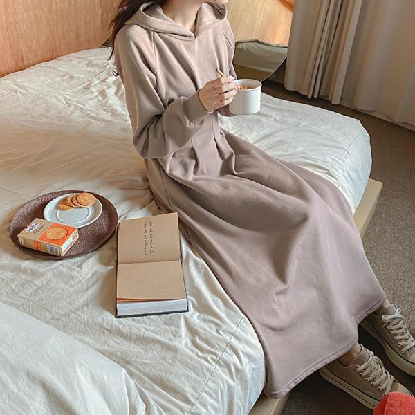 op10420 데일리로 입기 좋은 허리핀턱 디자인과 도톰한 기모안감의 플레어 후드 롱원피스 dress