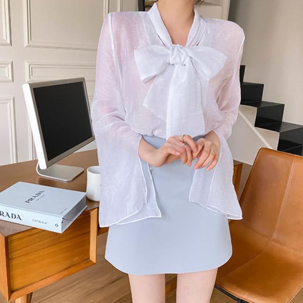 bs5852 반짝이는 메탈사가 믹스된 시스루 패브릭의 리본타이 나팔소매 샤인 블라우스 blouse