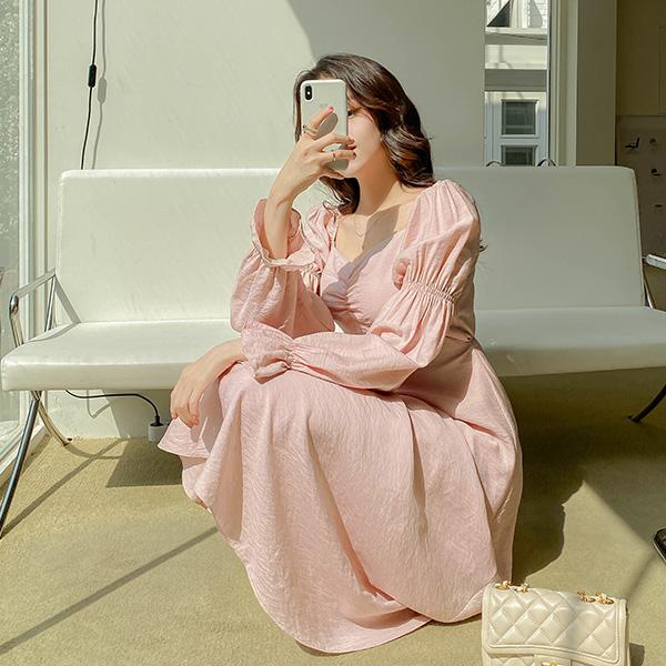 op11052 사랑스러운 셔링 포인트의 하트넥 퍼프숄더 플레어 롱 새틴 원피스 dress
