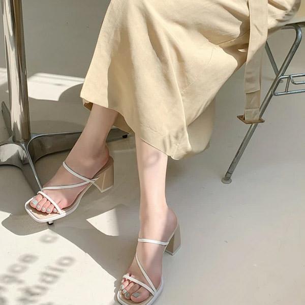 sh2256 감각적인 배색의 씬스트랩으로 완성된 볼드 스퀘어 미들힐 샌들 shoes