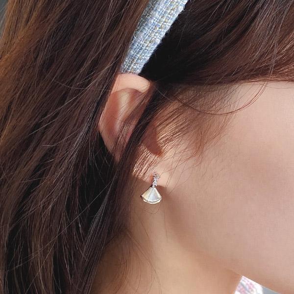 ac4986 페미닌한 포인트 아이템으로 활용하기 좋은 삼각 자개 드롭 이어링 earring