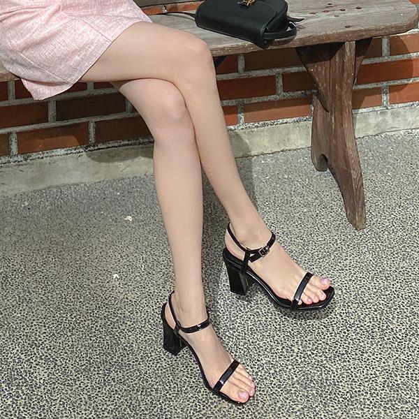 sh2337 보기만 해도 시원한 에나멜 소재의 스퀘어 오픈토 미들굽 샌들힐 shoes