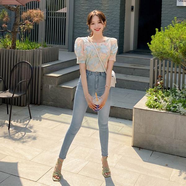 bs6070 섬세한 플라워 나염으로 완성된 퍼프소매 스퀘어넥 코튼 블라우스 blouse
