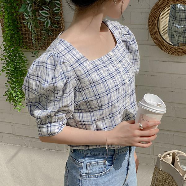 bs6096 여름과 잘 어울리는 경쾌한 체크 패턴으로 완성된 스퀘어넥 5부 퍼프 소매 블라우스 blouse