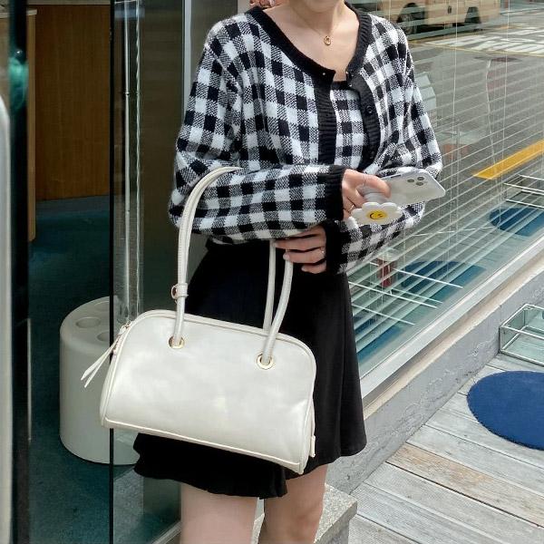 bg1394 광택감 있는 스퀘어 쉐입의 롱 핸들 숄더 바게트백 bag