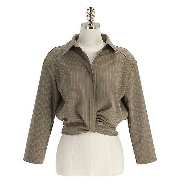 bs6478 스트라이프 셔링 장식의 오픈카라넥 세미크롭 블라우스 blouse